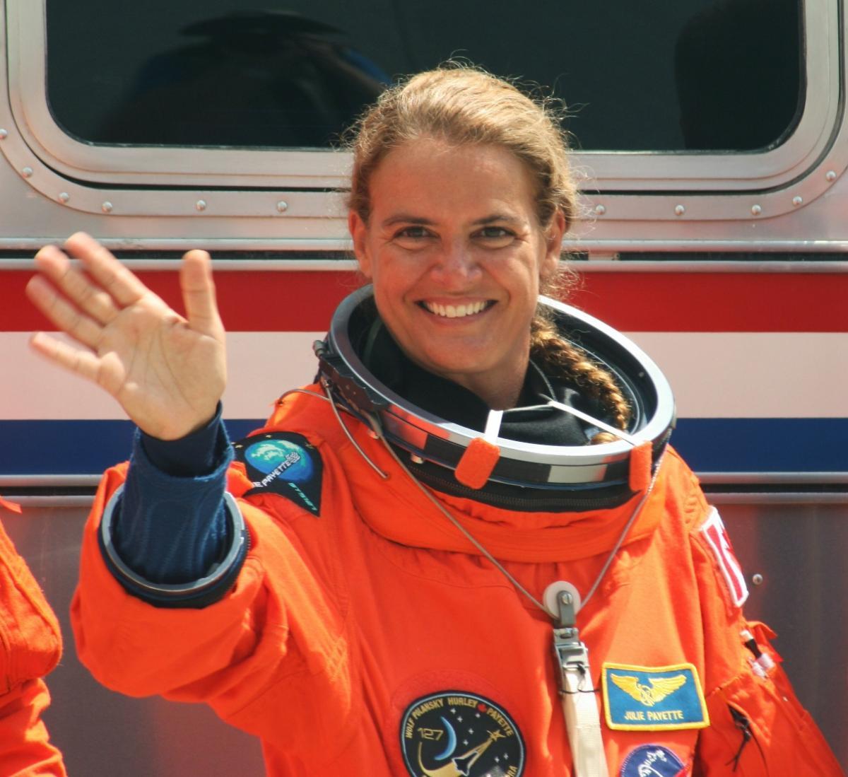 canadian-astronaut-julie-payette-2.jpg
